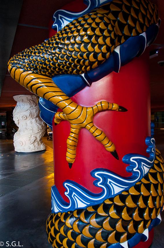 Columnas de la alhondiga de Bilbao en Bilbao por una bilbaina