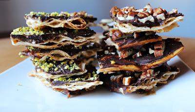 Snack, dolce, sfizio? Call me buttercrunch! Croccante sfoglia di pizza Stuffer avvolta dal caramello al burro, cioccolato fondente e frutta secca.