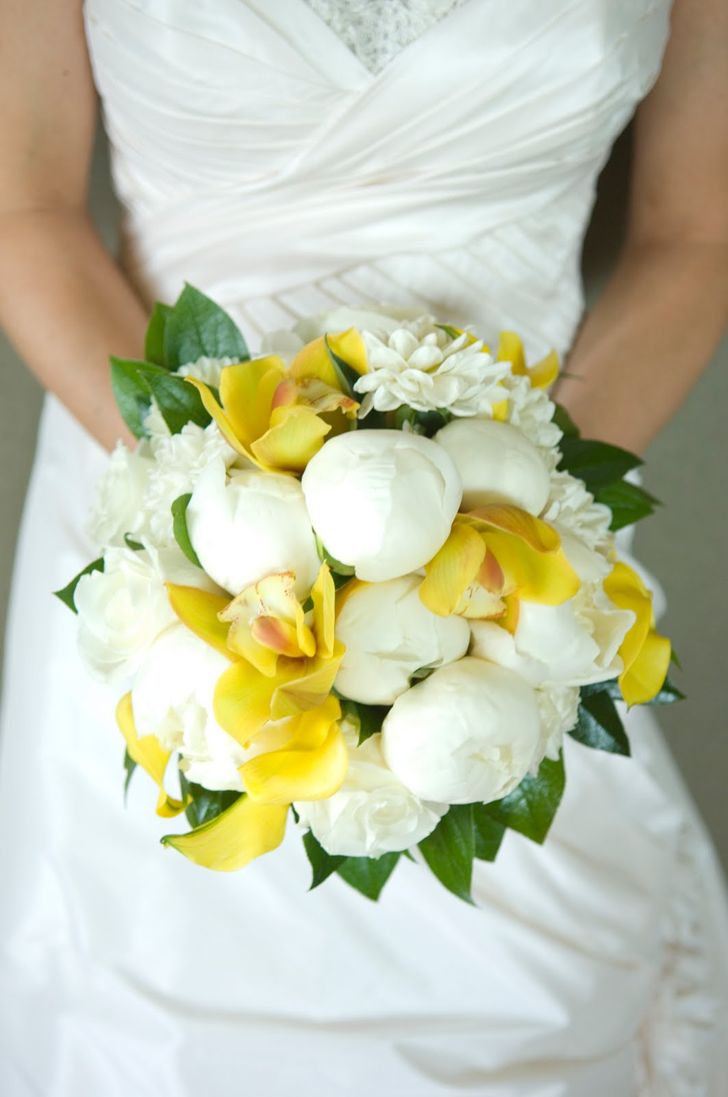 Yellow And Green Living Room Decor: Bellwether Thoughts: I Love: A White, Yellow And Green Bouquet
