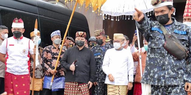 Di Lampung, Erick Thohir Dan Zulhas 'Diadang' Pendekar Badik