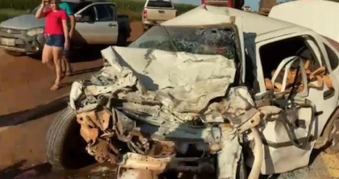 Motorista morre e 3 ficam feridos em acidente entre Corsa e Fiat Toro em MT