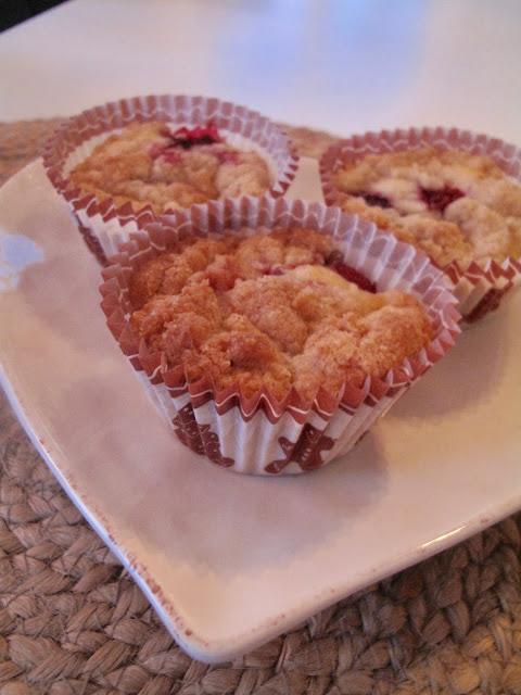 Hallonmuffins med crumble