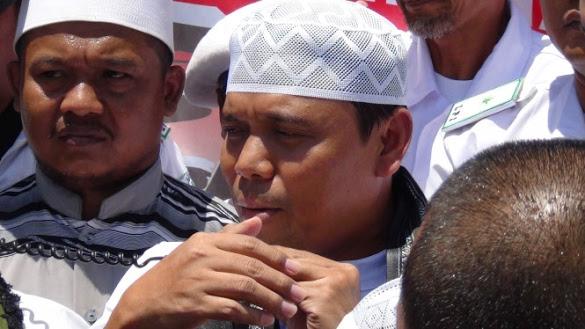 Dikawal Massa Atribut FPI, Gus Nur Diperiksa Polisi Surabaya