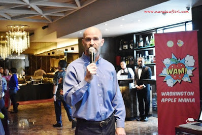 bapak christopher rittgers dari kedubes memberikan kata sambutan di amuz gourmet restaurant