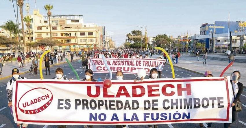 Más de 24 mil alumnos en incertidumbre por conflicto Uladech-UCT