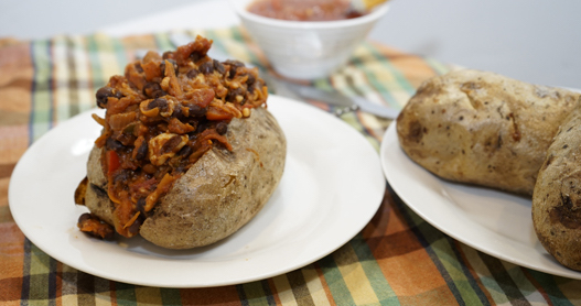 Baked Potato with Black Bean Chili