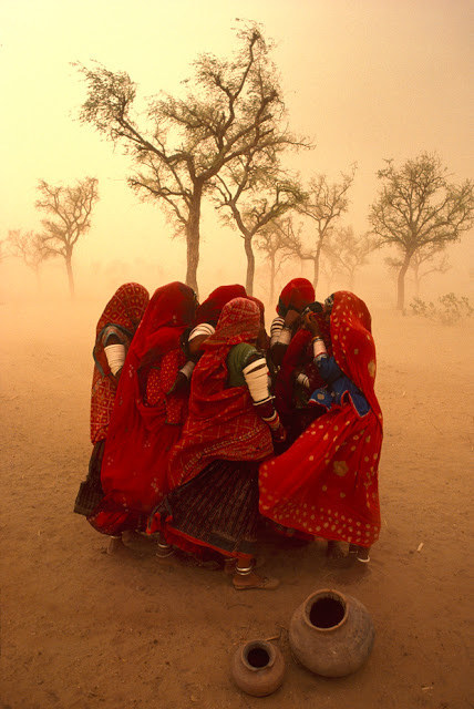 Steve McCurry - Dust Storm, Rajasthan, India 1983