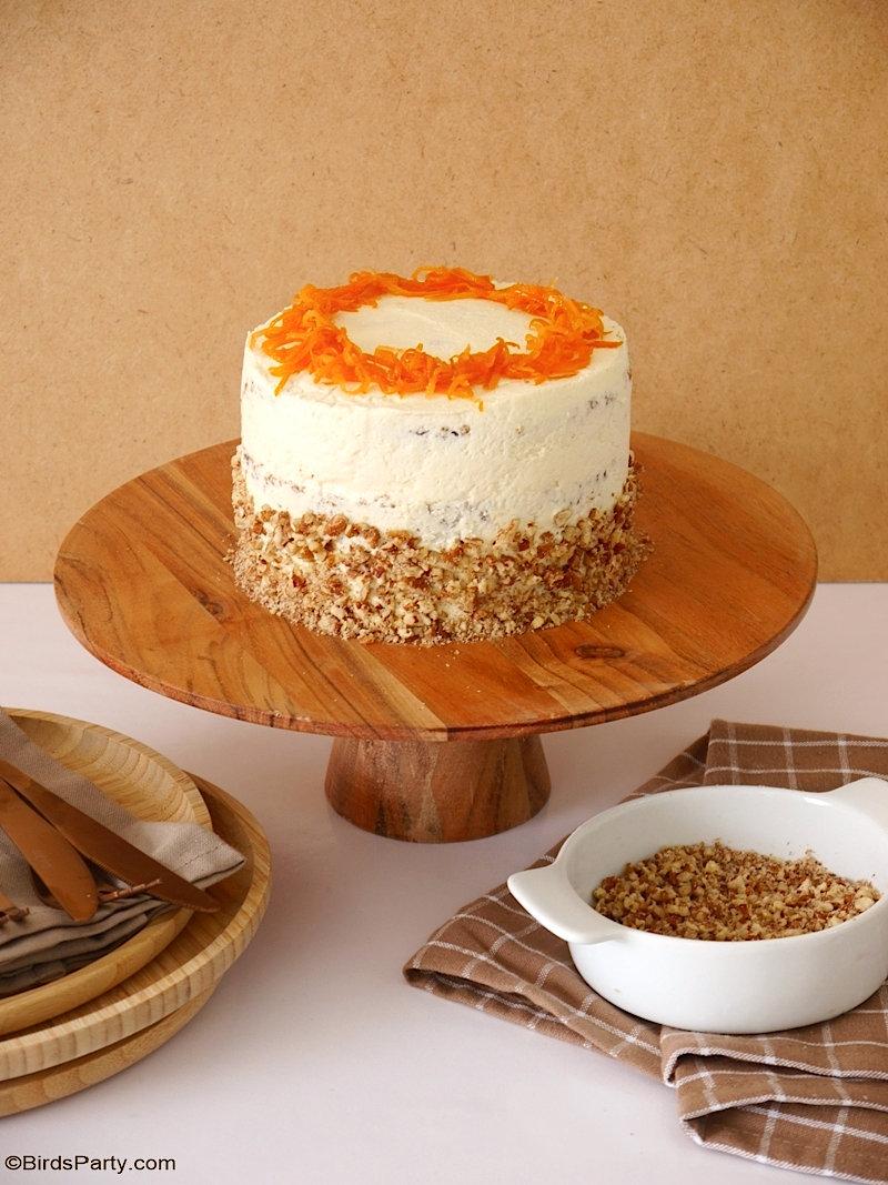 Gâteau étagé aux carottes avec glaçage au fromage à la crème - délicieux gâteau moelleux avec glaçage au lait concentré sucré, parfait pour Pâques!