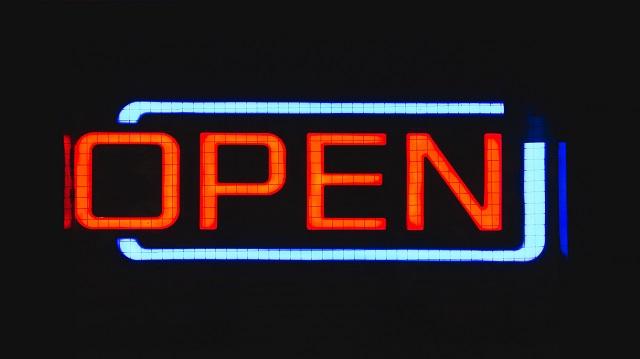 هل هناك فرق بين البيانات المفتوحة والبيانات العامة؟