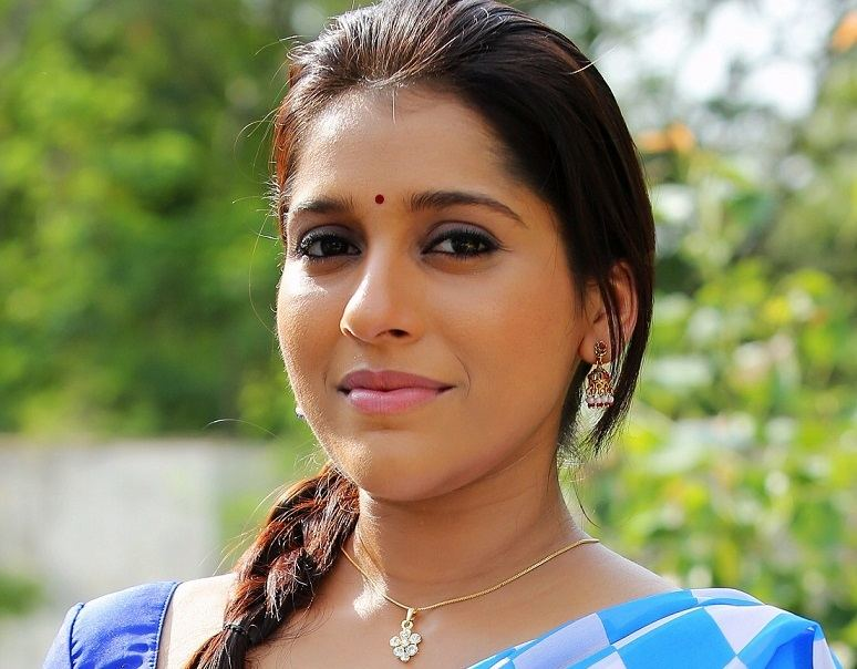 Beautiful Telugu TV Anchor Rashmi Gautam Face Close Up Photos
