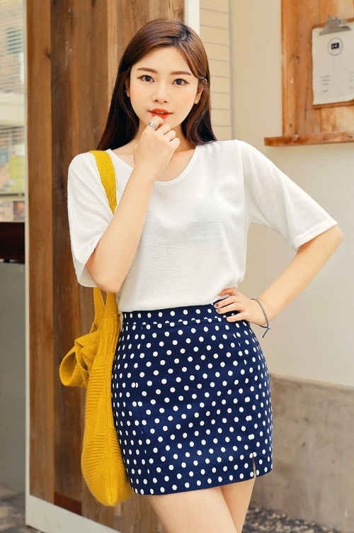 Tiny Slit Polkadot Mini Skirt