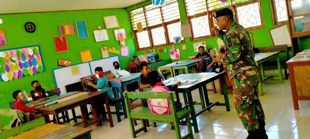 Bantu Guru Perbatasan, Satgas Yonif 413 Bremoro Ajar Siswa Papua