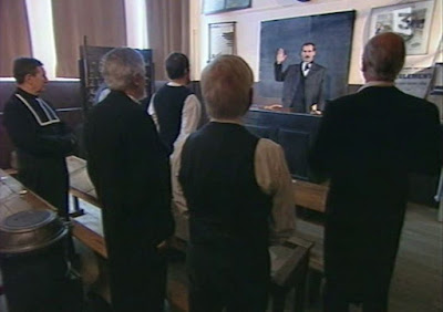 Scène du serment de Pierre Vaux à la Commission cantonale, Michel Billard dans le rôle du curé (collection musée)