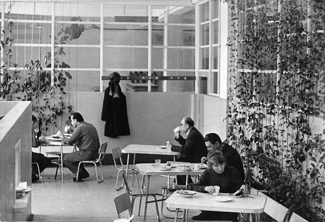 """1975 год. В столовой Бумажной фабрики """"Югла"""""""