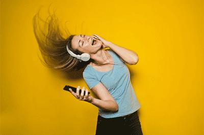 Kenali Batasan Aman Memakai Headset