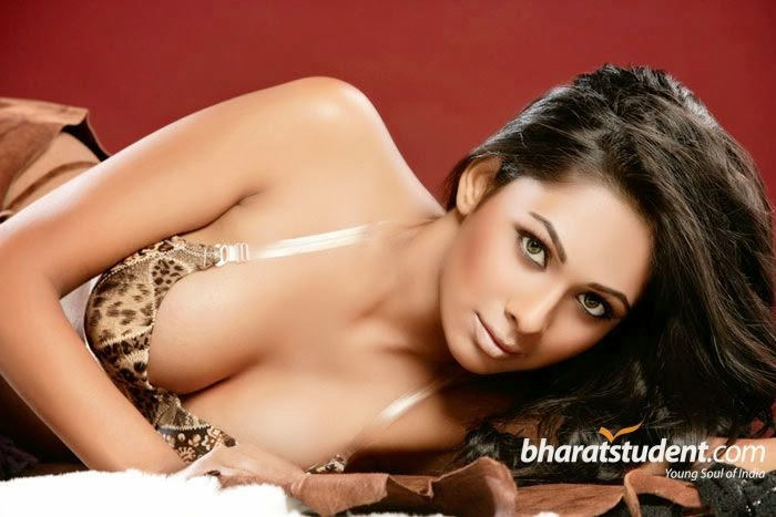 Pooja Bose Hot Photos