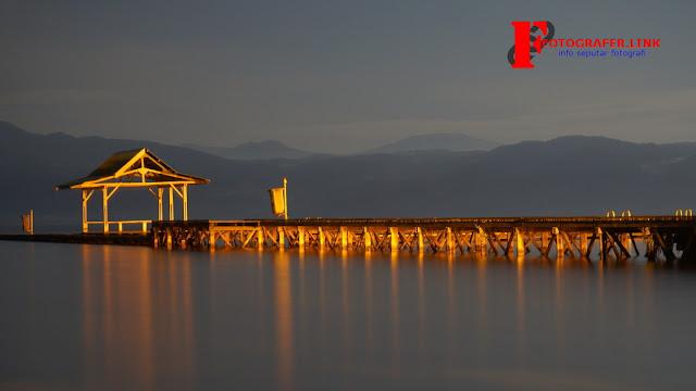 Foto Slowspeed Danau Matano di malam hari diambil menggunakan lensa kit dan tripod