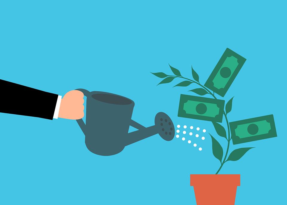 Menyisihkan Uang Sisa untuk Tabungan atau Investasi