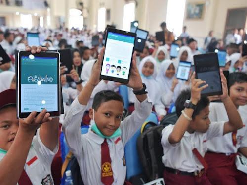Pembagian tablet sekolah dari kemendikbud