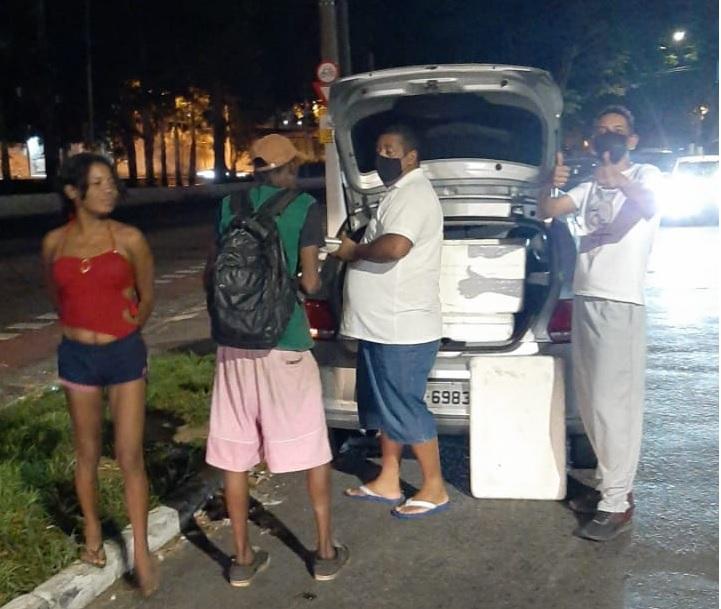 Entrega de Marmitas a População de Rua com Unidos do Bem - Alimentando Corações Unidos do Bem