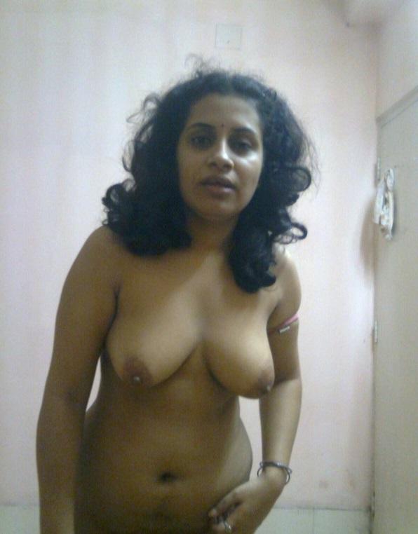 Sexy nude anime girl