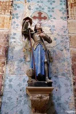 Una delle statue della Chiesa di Saint Firmin