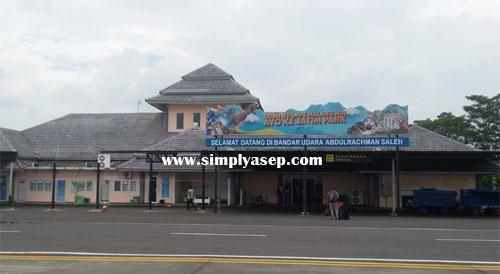 BANDARA : Bandara Abdurrahman Saleh, Malang Jawa Timur yang diambil fotonya saat saya turun dari Lion Air Boeing 737-800 NG (23/1) di Bandara yang mungil ini. Mungkin tidak lebih besar dari Bandara Semarang. Foto Asep Haryono
