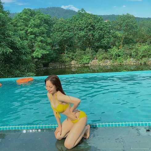 """Bạn gái Quang Hải ăn mặc sexy, gợi cảm bất chấp dư luận """"ném đá"""""""