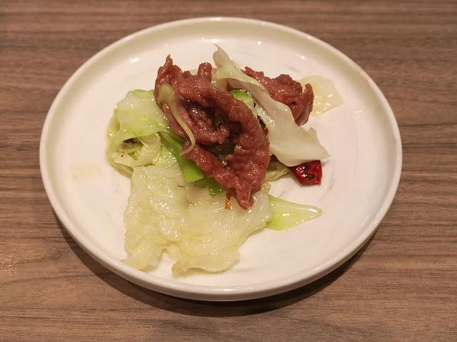 炝炒牛肉手撕成熟包菜