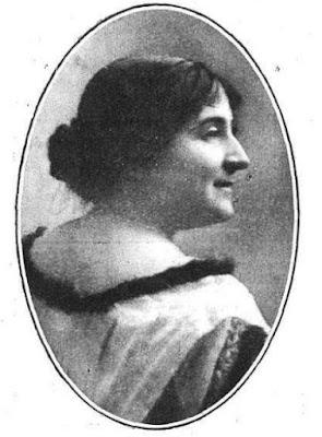Fotografía de Regina Lamo publicada en Mundo Gráfico, 24-4-1918