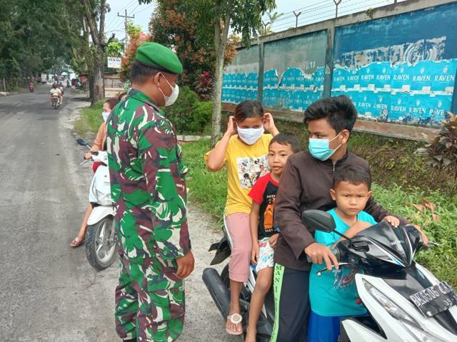 Edukasi Covid-19, Personel Jajaran Kodim 0207/Simalungun Himbau Warga Pakai Masker Saat Keluar Rumah