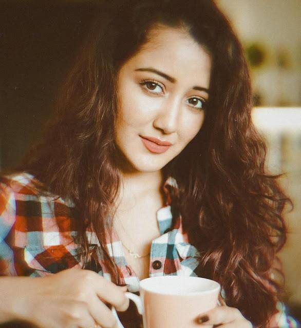 Roshmi Banik Cute and Hot Actress Trend