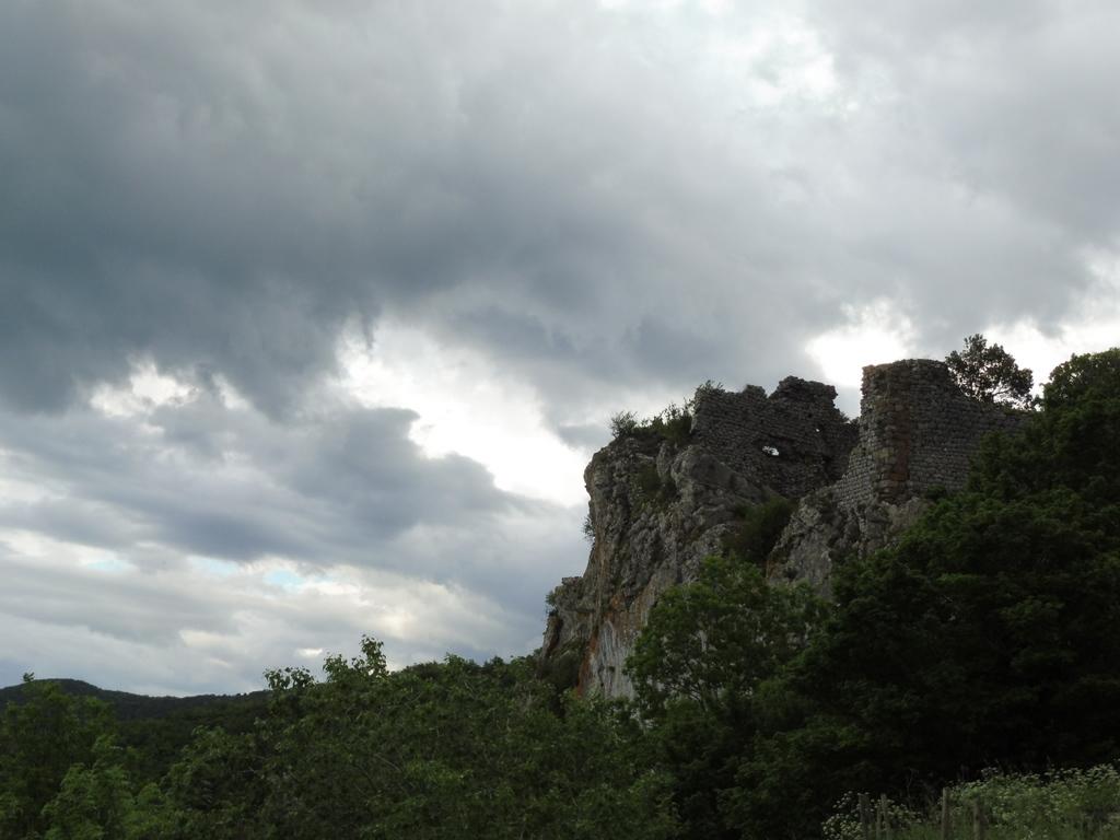 Un Chateau Dans Les Nuages les balades de lison: un château accroché aux nuages