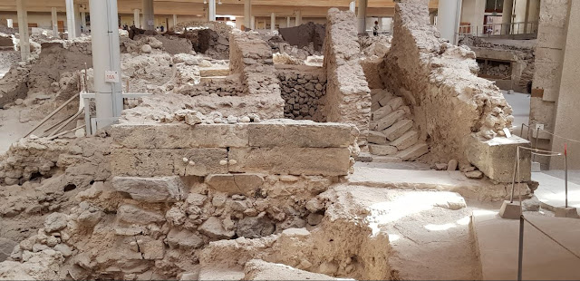 Akrotiri Double Horn Square - 4