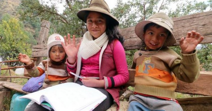 Escolar de 12 años se convierte en maestra de niños que no tienen Internet en la comunidad de Mayrasco en Cusco