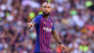 بعد ارتباطه بالرحيل.. فيدال يحسم مستقبله نهائيًا مع برشلونة