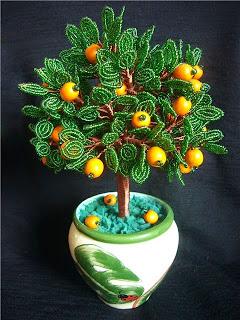 дерево апельсин из бисера в горшке