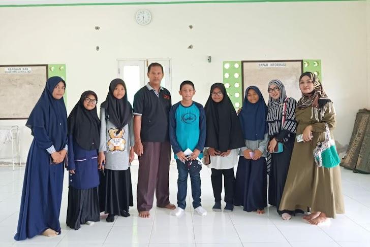 Kepala Madrasah MTsN 4 Sinjai Muh Amin Kasim, Pserta Didik Mengikutieven  The 7 Wonders of Super English Camp (SEC) Sulawesi Region