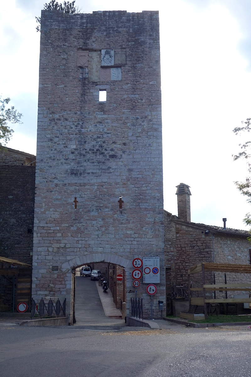 Peace of tau gubbio to assisi walk - Porta san giacomo assisi ...