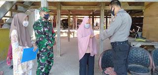 Bhabinkamtibmas Polsek Alla Kawal Penyaluran BLT-DD Gelombang II Desa Pana