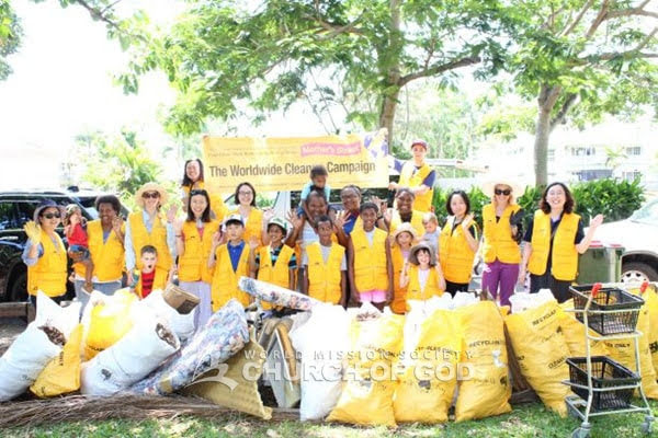 Mother's Street Cleanup Movement Reaches Cairns