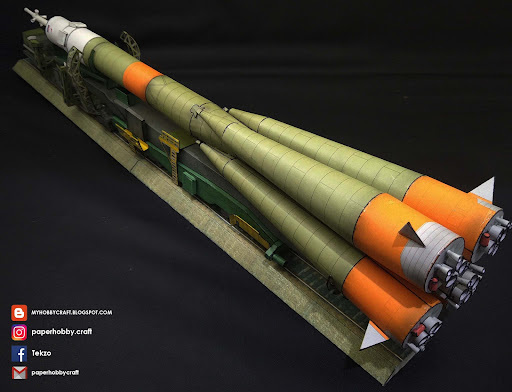 SOYUZ LAUNCH VEHICLE AND TRANSPORTER 1:100 SCALE PAPERMODEL