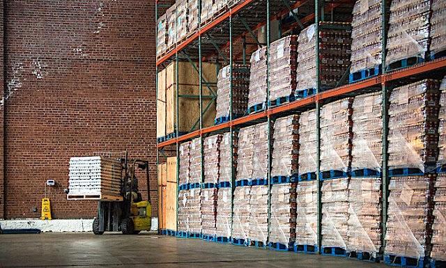 Πολιτείες στις ΗΠΑ αποθηκεύουν κρυφά τρόφιμα... για τον κίνδυνο της πείνας