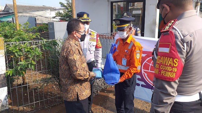 Aksi Sosial Dishub Bagikan 100 Paket Sembako dan Masker