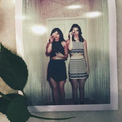 Kylie y Kendall Jenner cubren un ojo