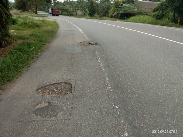 Jalan Lintas Medan Banda Aceh Berlubang Lentera24 Com
