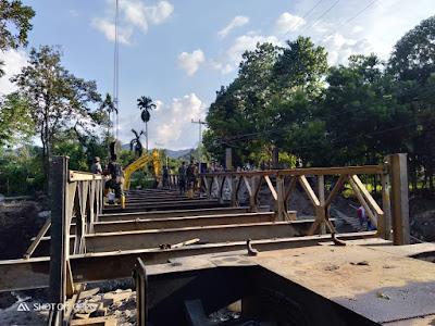 Warga Senang, Jembatan Penghubung Desa Bolo-Rade Hampir Rampung