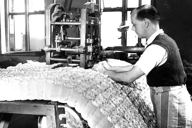 Kanadalı mühendis James Marshall, 1899 yılında paket yayı icat etti.