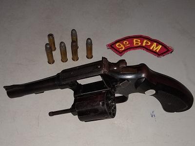 Em Delmiro Gouveia, polícia  prende homem com arma de fogo e munições