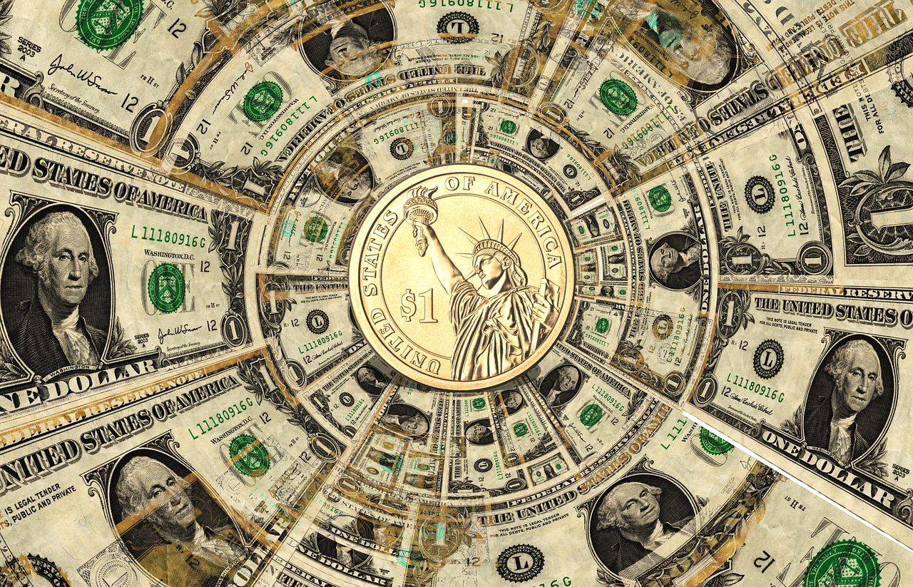 Доллар снижается третий день на фоне оптимизма по стимулированию экономики США